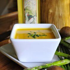 Classic Butternut Squash Soup | threebeansonastring.com #glutenfree #paleo #vegan #primal #vegetarian #healthy #lowcaloirie #cleanrecipes