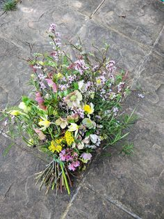 Locally grown seasonal flowers & natural bouquets delivered in Worcestershire. Florist for natural weddings & funerals, Worcester. Use British flowers & Herbs Rustic Flower Arrangements, Funeral Flower Arrangements, Rustic Flowers, Funeral Flowers, Simple Flowers, Wild Flowers, Casket Flowers, Natural Bouquet, Funeral Sprays