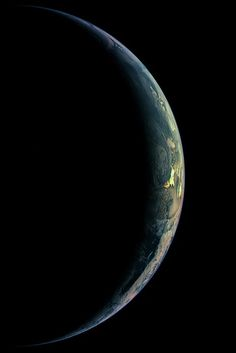 neuromaencer:  A crescent Earth is seen by the Wide Angle Camera on the Rosetta spacecraft.