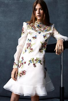 Erdem Resort 2016 Fashion Show Collection: See the complete Erdem Resort 2016 collection. Look 11 Haute Couture Style, Couture Mode, Couture Fashion, Runway Fashion, Spring Fashion, High Fashion, Fashion Show, Fashion Outfits, Fashion Design