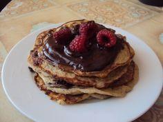bananove palacinky s bananovo cokoladovym kremom bez pridaneho cukru- recept: http://varimepaleo.sk/bananovo-kokosove-palacinky/