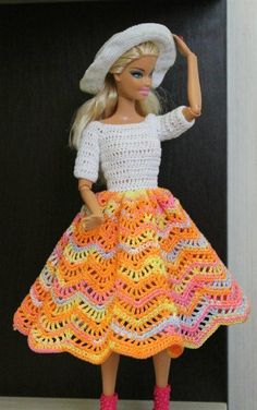 Bildresultat för free crochet doll costumes for barbie dolls Crochet Doll Dress, Crochet Barbie Clothes, Doll Clothes Barbie, Barbie Dress, Barbie Doll, Barbie Clothes Patterns, Clothing Patterns, American Girl Crochet, Barbie Wardrobe