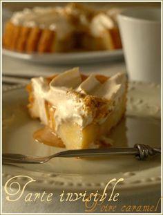 Voici une tarte renversée ou les fruits ne sont pas sur la pâte mais dans la pâte! En effet, elle est composée d'une sorte de clafoutis aux poires (le fameux invisible d'Eryn mais légèrement revisité), recouvert d'une couche de sauce caramel au beurre... Sauce Caramel, Voici, Muffins, Deserts, Pudding, Pie, Food, Biscuit, Pears
