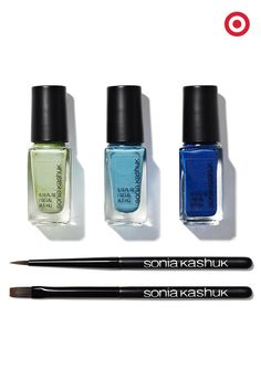 Why choose just one nail color to give at Christmas? This Sonia Kashuk nail art set includes 3 polishes and two nail brushes—everything necessary to create a manicure masterpiece. Wrap it up for a pretty gift or snag one for yourself.