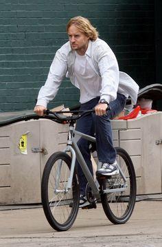 Cycling is one of the most preferred games by the big time celebrities such as Barack Obama, Salman Khan, John Abraham, Brad Pitt and Shahrukh Khan. Retro Bicycle, Bmx Bicycle, Cycling Bikes, Urban Cycling, Urban Bike, Gt Bikes, Owen Wilson, Bike Rider, Touring Bike
