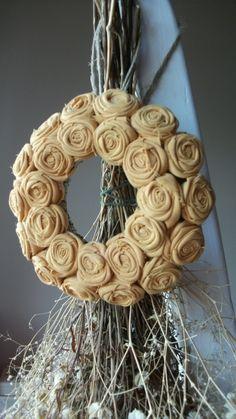 """Mini rózsakoszorú - """"Sivatag"""", Dekoráció, Otthon, lakberendezés, Mindenmás, Baba-mama-gyerek, Meska Baba, Minion, Burlap Wreath, Product Design, Wreaths, Country, Diy, Home Decor, Decoration Home"""