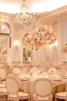 Wow! Beautiful! / Plus sur http://www.yesidomariage.com/deco/la-pinata-originale-ludique-et-deco-un-must-pour-votre-mariage/