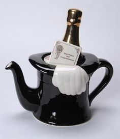 "Top Hat teapot-we could have ta and ""champagne"" at the same time with this pot! Tea Pot Set, Pot Sets, Teapots Unique, Ideas Prácticas, Teapots And Cups, Tea Art, Chocolate Pots, My Tea, Tea Time"