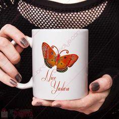 Kelebek baskısı ve nice yaşlara yazılı doğum günü hediyesi kupa bardak ile sevdiklerinizi mutlu edebilirsiniz.