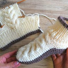 Knitted Booties, Crochet Boots, Fingerless Gloves Knitted, Crochet Baby Shoes, Knitted Slippers, Knitted Hats, Knit Crochet, Easy Knitting Patterns, Knitting Stitches