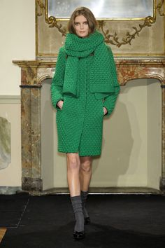 Вязаные пальто, платья и жакеты из коллекции Les Copains Осень-Зима 2011