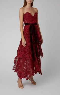 Strapless Tiered Lace Gown by Oscar de la Renta Tulle Dress, Strapless Dress Formal, Lace Dress, Dress Up, Stunning Dresses, Nice Dresses, Short Dresses, Ladies Dresses, Women's Dresses