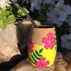 Painted Tin Cans, Painted Pots, Pottery Painting Designs, Pottery Art, Faux Succulents, Flower Pots, Flowers, Posca, Hand Painted Ceramics