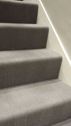 Staircase makeover with patterned carpet - adds style to home. Hallway Carpet, Carpet Stairs, Carpet Design, Basement Stairs, Modern Staircase Railing, Grey Carpet, Modern Staircase, Hallway Decorating, Stairways