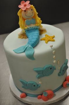 mermaid, must do this for Shelby's next BDay...she is into Mermaids now...