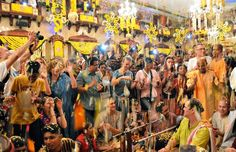 By radhanathswami.com The Radha Gopinath Temple in Mumbai, India celebrated their annual Flower Festival on January 30th, 2016. Over two hundred western yoga teachers and students joined thousands …