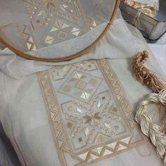 Nakış Broderie Bargello, Dress Design Sketches, Hardanger Embroidery, Labor, Herd, Beading Patterns, Louis Vuitton Monogram, Embroidery Designs, Needlework