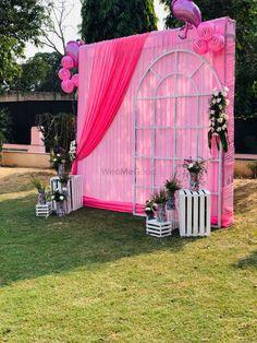 Wedding Backdrop Design, Desi Wedding Decor, Luxury Wedding Decor, Wedding Reception Backdrop, Wedding Photo Booth, Wedding Stage Decorations, Backdrop Decorations, Mehndi Decor, Marriage Decoration