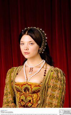 Bilderesultat for medieval headwear for ladies anne boleyn
