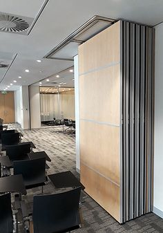 At Tshwane House 12 Variflex® systems were installed to subdivide various sized meeting rooms into smaller areas and allowing two or more meetings can be held adjacent to one another in complete privacy.