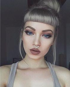 Princess With Pink Hair Lip Makeup, Beauty Makeup, Hair Beauty, Batons Matte, Mode Blog, Nude Lipstick, Silver Hair, Hair Day, Pink Hair