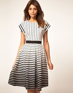 vertical stripes on top= totally flattering.  love the thicker stripes at the bottom and sleeves too.