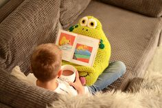 Joe the Frog Book/Tablet Holder | Craftsy