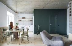 Construido en 2015 en Saint Petersburg, RusiaEl espacio se divide en una zona común, un pasillo, un dormitorio, un baño y un balcón. La zona común incluye una cocina, un comedor, una sala de...