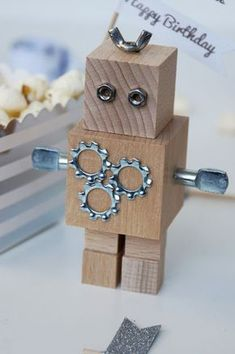 make your own cake baking: robot party * Wood Projects, Projects To Try, Wood Crafts, Diy Crafts, Diy Robot, Walnut Shell, Wood Toys, Working Area, Woodworking Tips