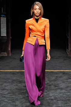 30 Color Combinations That Prove Rules Don't Matter Mixing colors – tips for a color block outfit Color Blocking Outfits, Color Combinations For Clothes, Color Combos, Purple Outfits, Colourful Outfits, Spring Outfits, Classy Outfits, Cool Outfits, Vintage Outfits