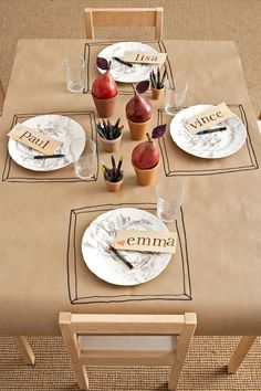 Try these beautiful Thanksgiving table setting ideas, tablescapes, and decorations for your next Thanksgiving! From rustic centerpieces to pretty place cards, there are so many ways to set the Thanksgiving table in style. Thanksgiving Table Settings, Diy Thanksgiving, Thanksgiving Decorations, Thanksgiving Tablescapes, Thanksgiving Activities, Holiday Tables, Mantel Redondo, Paper Tablecloth, Deco Table Noel
