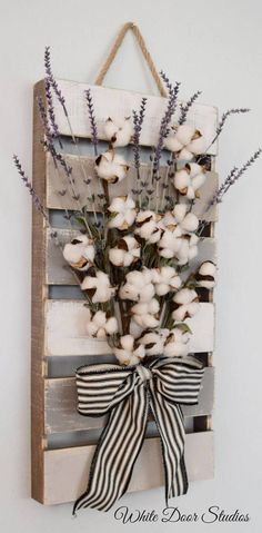 Farmhouse chic in an unexpected way. Faux lavender, rustic cotton stems and a rustic wood pallet come together to create a warm and inviting piece perfect for any room of your home. An original design…More Farmhouse Christmas Decor, Country Farmhouse Decor, Farmhouse Chic, Rustic Decor, Rustic Wood, Vintage Farmhouse, Vintage Diy, Farmhouse Design, Rustic Ladder
