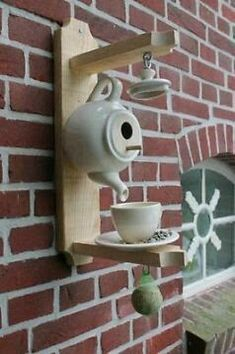 Rustic Outdoor, Teapot Birdhouse, Diy Birdhouse, Birdhouses, Garden Crafts, Garden Art, Garden Projects, Christmas Wood, Outdoor Christmas