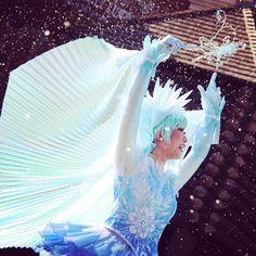 Instagram media happyspringld - 大好きな水色の衣装ばかりだし雪降ってるしほんとかわいい #disneyphoto#tokyodisneyland#frozen#frozenfantasy#frozenfantasygreeting#disneydancer#東京ディズニーランド#ディズニーランド#フローズン#フローズンファンタジー#フローズンファンタジーグリーティング#アナとエルサのフローズンファンタジー#アナ雪