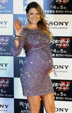 Ali Larter- adorable pregnant style at the resident evil afterlife premier