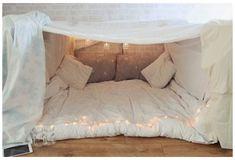 Sleepover Fort, Fun Sleepover Ideas, Sleepover Crafts, Sleepover Activities, Indoor Forts, Kids Fort Indoor, Indoor Playground, Cool Forts, Awesome Forts