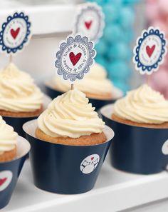 Saftige Cupcakes mit Frischkäse-Topping - Diese kleinen Leckerbissen lassen ihre Gäste dahin schmelzen und sind eine tolle Alternative zur klassischen Hochzeitstorte.