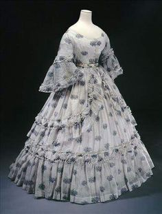 1864 summer dress - From Musee Galliera civil-war-dress Civil War Fashion, 1800s Fashion, 19th Century Fashion, Victorian Fashion, Vintage Fashion, Steampunk Fashion, Fashion Fashion, Fashion Quotes, Fashion 2020