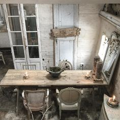 Took this photo from the vide in my #showroom . #quiet #shabbychic #decor #table #ambiance #someweeksago