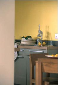 Rouge bleu jaune explosion de couleurs dans la - Peinture lavable cuisine ...