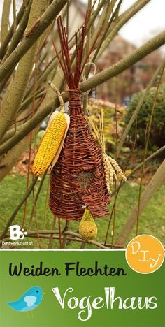 This rustic birdhouse craft is very easy to do. All you need are some willow shoots, a little time and you are set! Paper Basket Weaving, Basket Weaving Patterns, Flax Weaving, Willow Weaving, Weaving Art, Birdhouse Craft, Rustic Birdhouses, Birdhouse Designs, Diy Bird Feeder