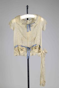 "Blouse Boué Soeurs (French) Retailer: Franklin Simon & Co. (American, founded 1902) Date: 1920 Culture: French Medium: Cotton, linen, silk, elastic, labeled: : ""Boué Souers/9. Rue de la Paix/Paris/Expressly for Franklin Simon & Co."""