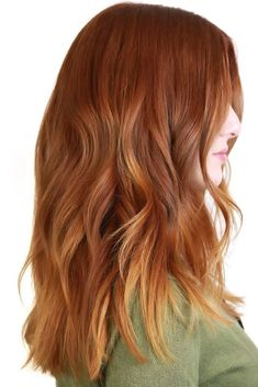 50 Auburn Hair Color Ideas To Look Natural - Hair ColorYellow Ends With Auburn ❤ Going for auburn hair color might take some research and then some courage. But if the shade is chosen correctly, you will stand out wherever you go Red Blonde Hair, Brown Hair With Blonde Highlights, Long Red Hair, Short Brown Hair, Natural Auburn Hair, Medium Auburn Hair, Brown Auburn Hair, Light Auburn Hair Color, Red Hair Color