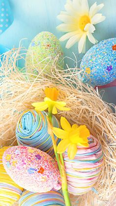 I love these Easter egg rockets! Perfect for spring or Easter. Easter Art, Hoppy Easter, Easter Crafts, Easter Bunny, Easter Eggs, Easter Decor, Happy Easter Quotes, Happy Easter Wishes, Happy Easter Greetings
