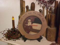 Primitive Snowman Freinds Display Plate Mustard ,Don't know if I pin this, but I'm pinning it any way this is cute. Primitive Plates, Primitive Snowmen, Country Primitive, Plate Display, Wooden Plates, Folk Art, Mustard, Snowman, Decorating Ideas