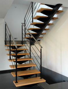 Escalier à limon central - Schaffner Steel Stairs, Wood Stairs, House Stairs, Home Stairs Design, Interior Stairs, House Design, Staircase Railings, Stairways, Escalier Design