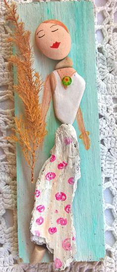 Pebble Painting, Pebble Art, Stone Painting, Fun Arts And Crafts, Shell Art, Nature Crafts, Paper Beads, Stone Art, Rock Art