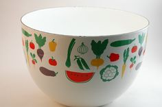 Finel enamel bowl by Kaj Franck( same print as that tin) Vintage Kitchenware, Salad Bowls, Form, Finland, Tin, Enamel, Vase, Mugs, Vegetables