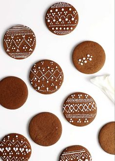 These gingerbread cookies are sturdy enough to decorate and soft enough to eat. They also boast the easiest powdered sugar decorating icing (not royal icing). This recipe is adapted from Always Eat Dessert. Easy Gingerbread Cookie Recipe, Soft Gingerbread Cookies, Xmas Cookies, Sugar Cookies, Cookies Soft, Decorating Gingerbread Cookies, Gingerbread Icing, Gingerbread Recipes, Baking Cookies