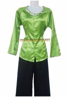 Trang phục biểu diễn văn nghệ: Áo bà ba phi xanh chuối, quần phi đen. Thích hợp để hát múa các bài hát nam bộ, diễn tiểu phẩm.